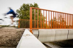 هولندا تنشيء أول جسر مطبوع ثلاثي الآبعاد .. فيديو