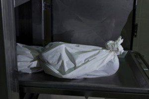 شاهد| صورة صادمة للحظة مقتل طفل صعقًا بالكهرباء بسبب السيول