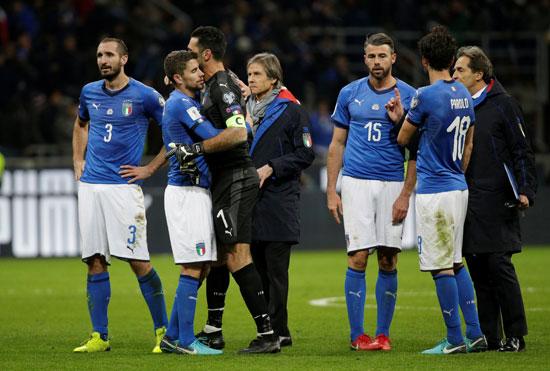 وابل من السخرية عبر مواقع التواصل الإجتماعي بعد فشل إيطاليا في التأهل للمونديال.. صور
