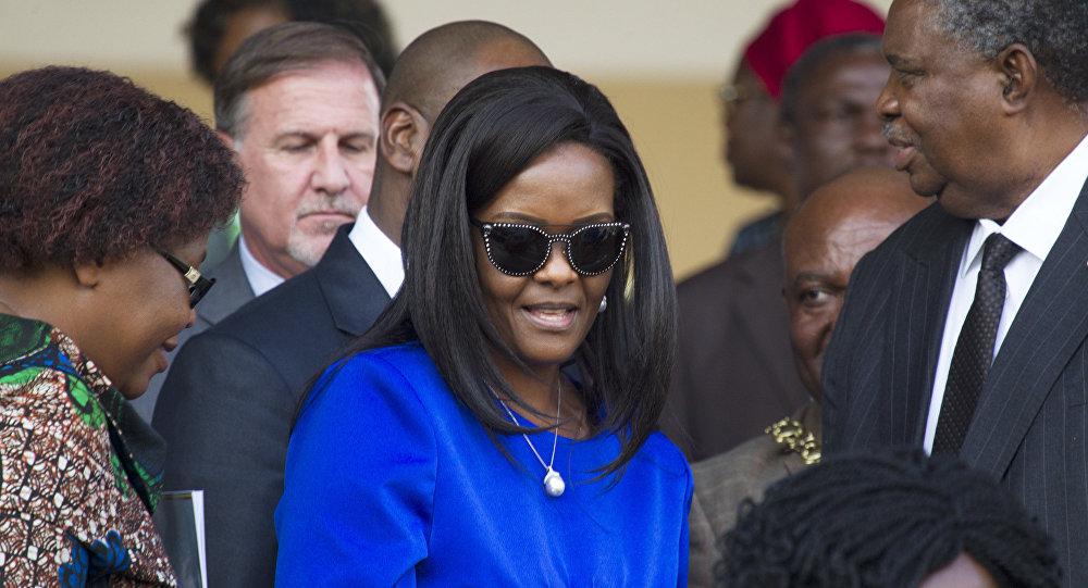 هذا هو مصير زوجة الرئيس الزيمبابوي وبعض المسؤولين عقب تنحيه