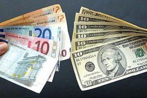 ما بين ارتفاع وانخفاض في أسعار العملات العربية  والأجنبية.. الدولار يسجل 17.60