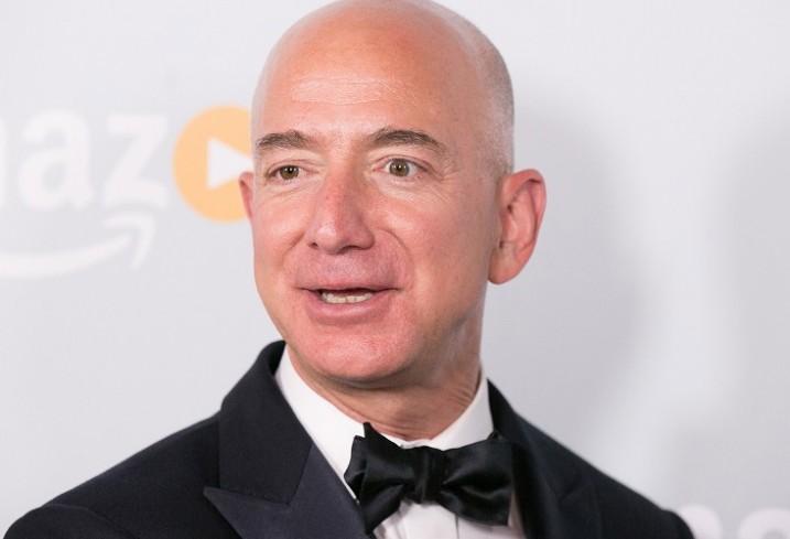 هل أثرت مبيعات أمازون على ثروة مؤسسها؟