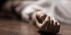 انتحار سياسي شهير أثناء محاكمته