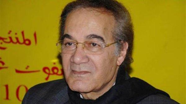 شاهد .. وسامة حفيد محمود ياسين تخطف الأنظار